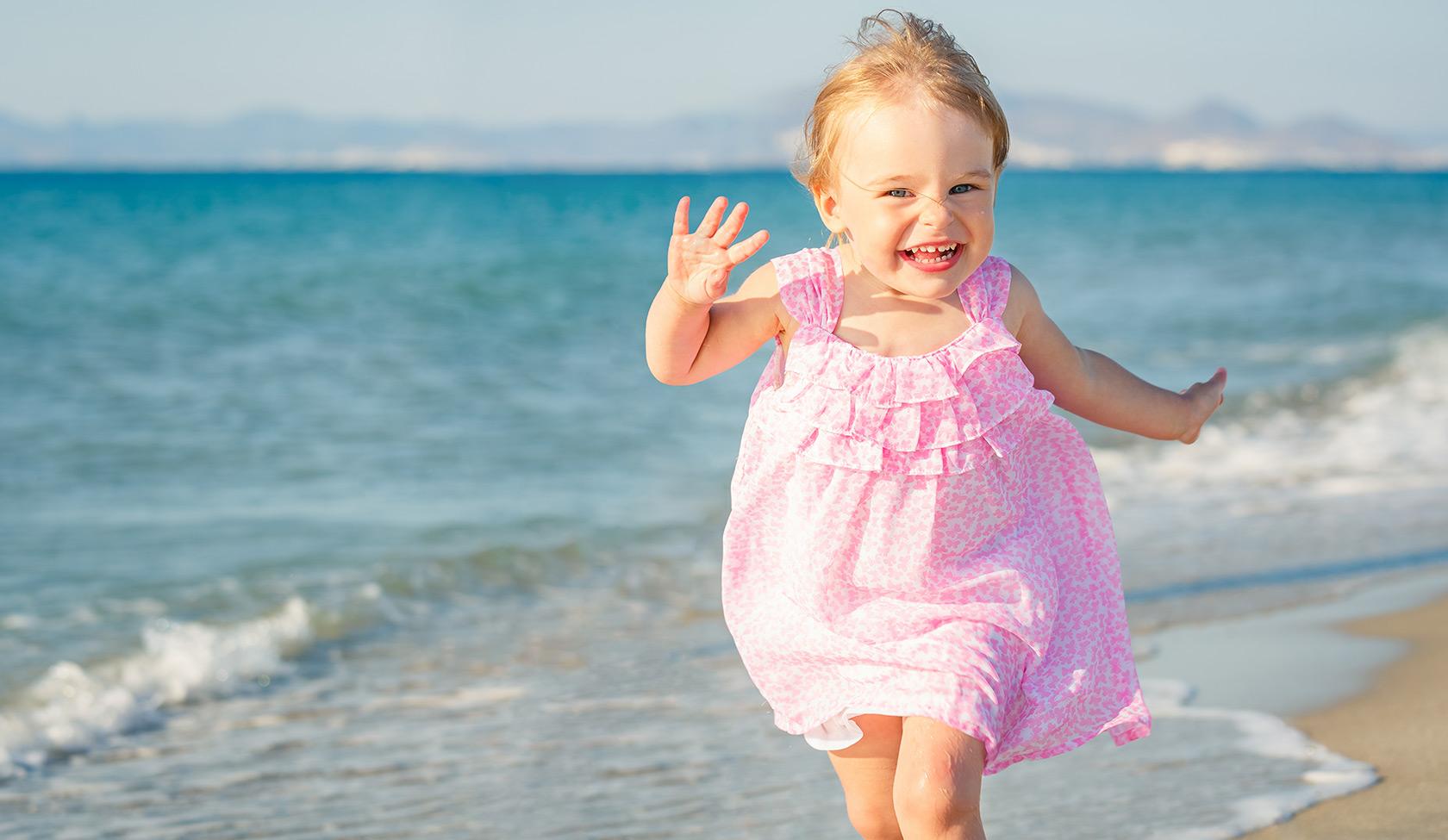 Фото маленькие девочки на пляже 13 фотография